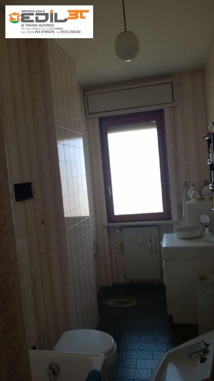Rifacimento bagno con doccia in muratura e abbassamento in cartongesso e faretti a led  EDIL3T