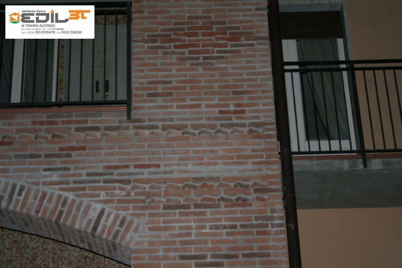 Ampliamento villa recupero balconi con archi con mattoni a vista ...