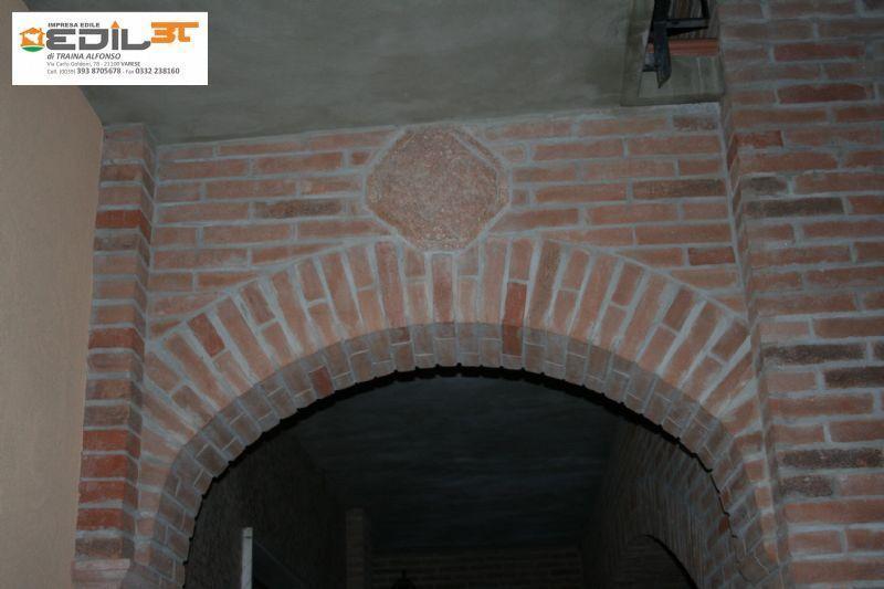 Ampliamento villa recupero balconi con archi con mattoni a for Arco in mattoni a vista
