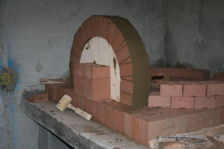 Forno a legna per il pane completamente in refrattario con barbecue e girarrosto integrato da kg 8 - Forno con microonde integrato ...