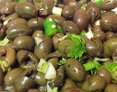 <b>Green olives salad cum ItAlia aceto</b>