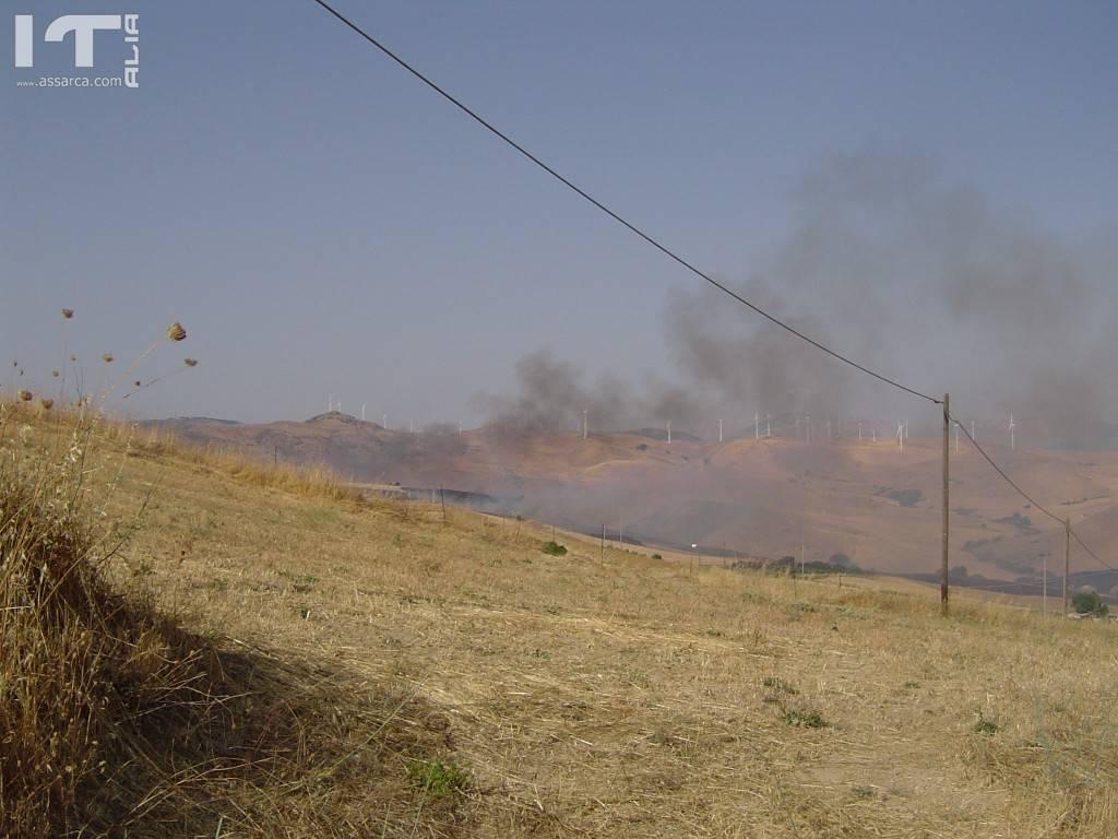 Incendio di una lunga serie, in questa estate torrida.,