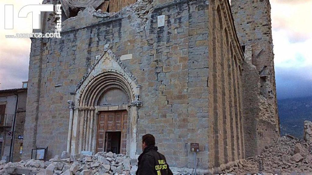 TERREMOTO NORCIA, SUPERMERCATO COLPITO DA TERREMOTO DÀ IL CIBO AI TERREMOTATI
