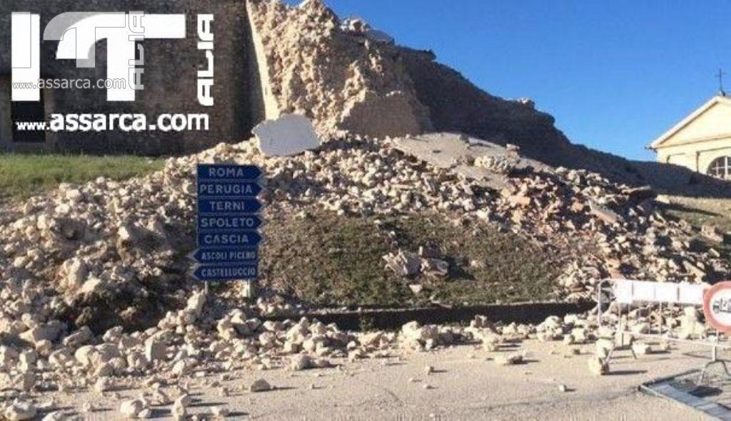 TERREMOTO CENTRO ITALIA, IN VOLO SULLA MONTAGNA SQUARCIATA: LA SPACCATURA VISTA DA VICINO