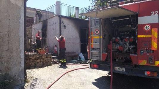 INCENDIO  NELLA CASA DI CAMPAGNA DEL NEO ELETTO CONSIGLIERE  SALVATORE IOVINO.