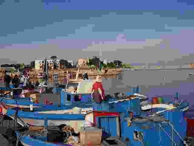Isola delle Femmine - All`arrivo delle barche il mercato del pesce.