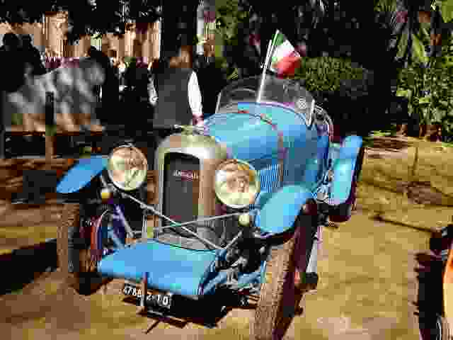Macchine d`epoca qualche anno fa a Villa Trabia a Palermo