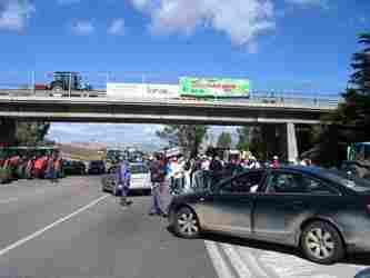 Agricoltura: a Manganaro sit-in di protesta dei contadini dei Monti Sicani