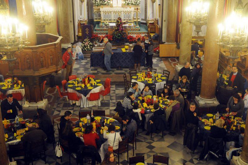 Torna il pranzo di Natale per i poveri nella Parrocchia Ss. Pietro e Paolo: �per un nuovo welfare di 365 giorni�