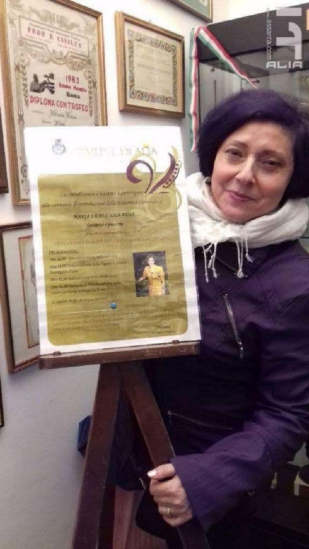 La scrittrice e poetessa Maria Teresa Lentini presente all`inaugurazione della biblioteca  comunale a Maria Fuxa