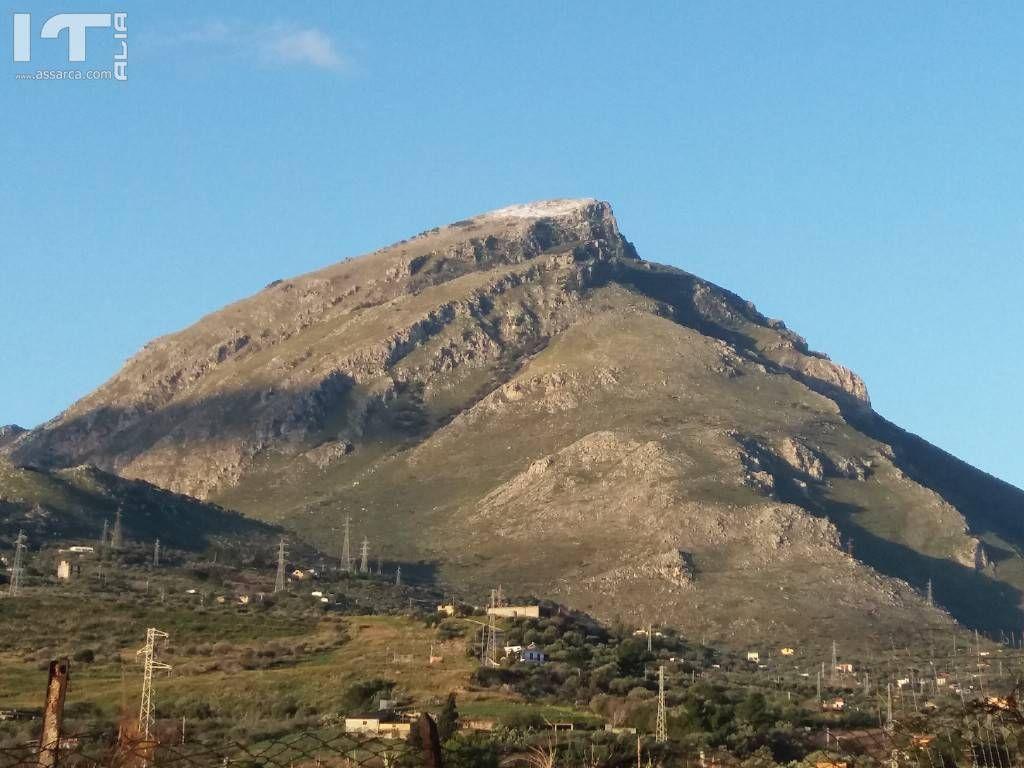 Monte Eurako spolverato di neve