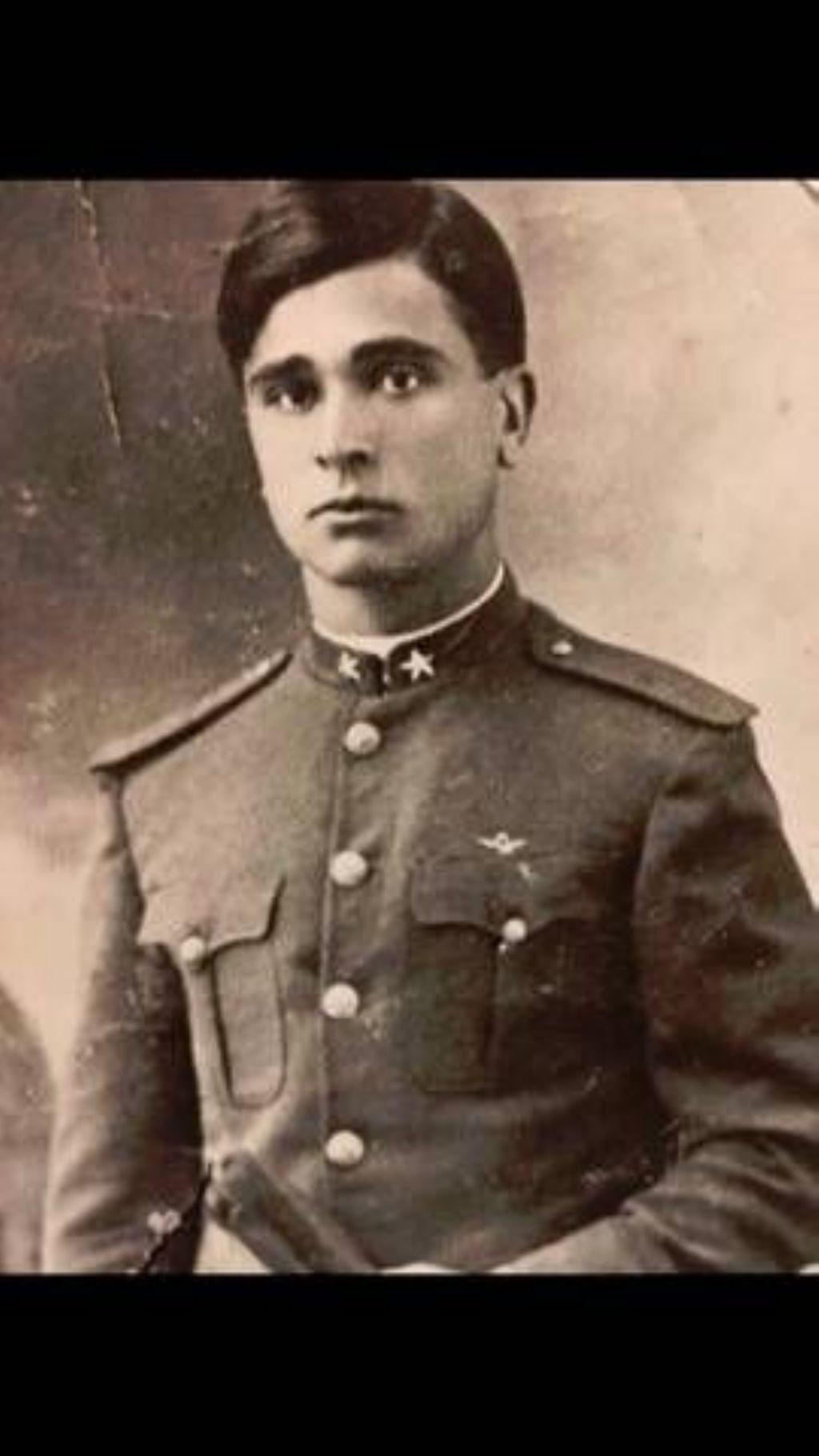 Francesco Barcellona,in divisa della 2^Guerra .