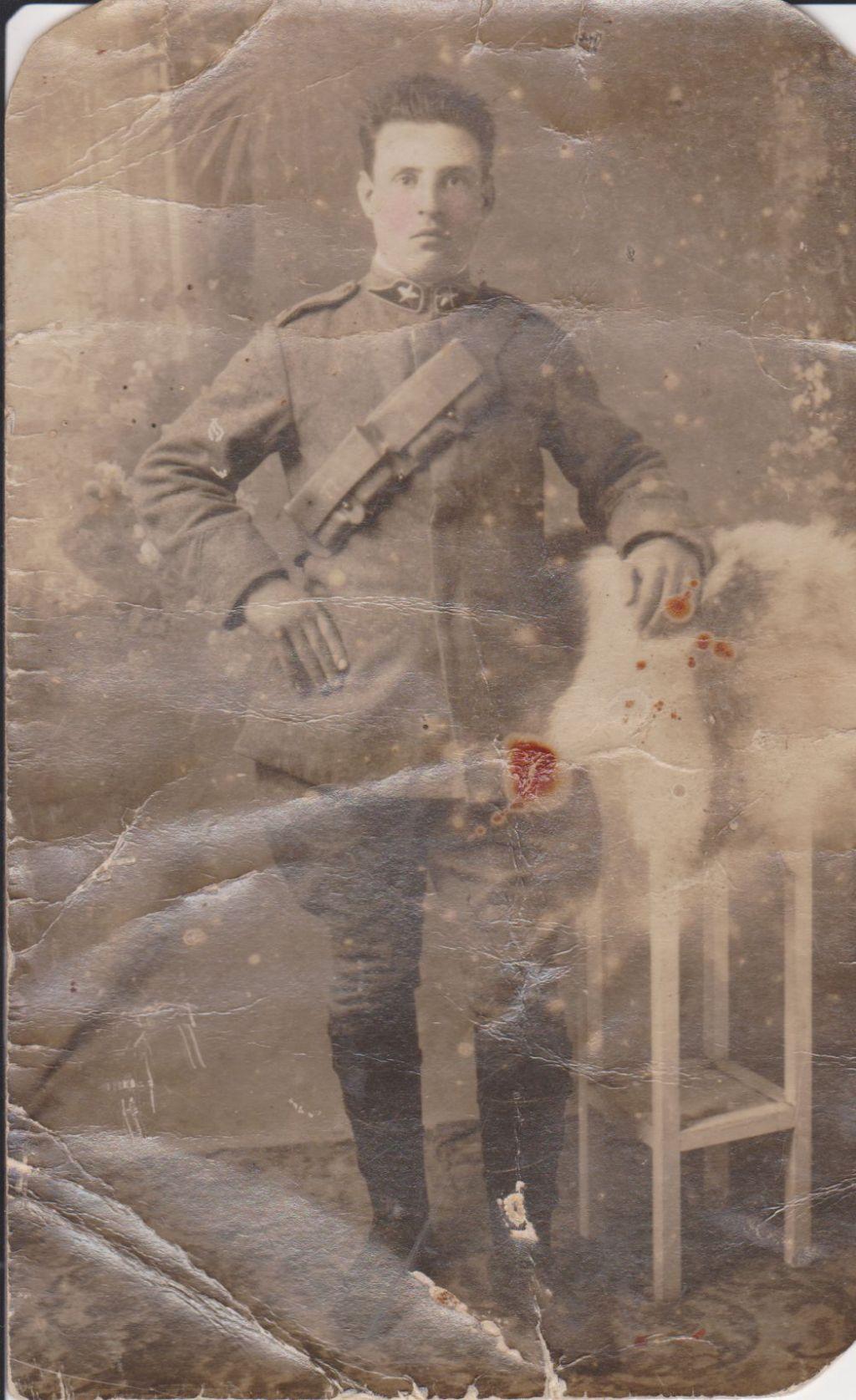 46 Francesco Teriaca Ricordi di Alia anni 20 - Ciccio Teriaca in divisa di militare dell`Esercito Italiano
