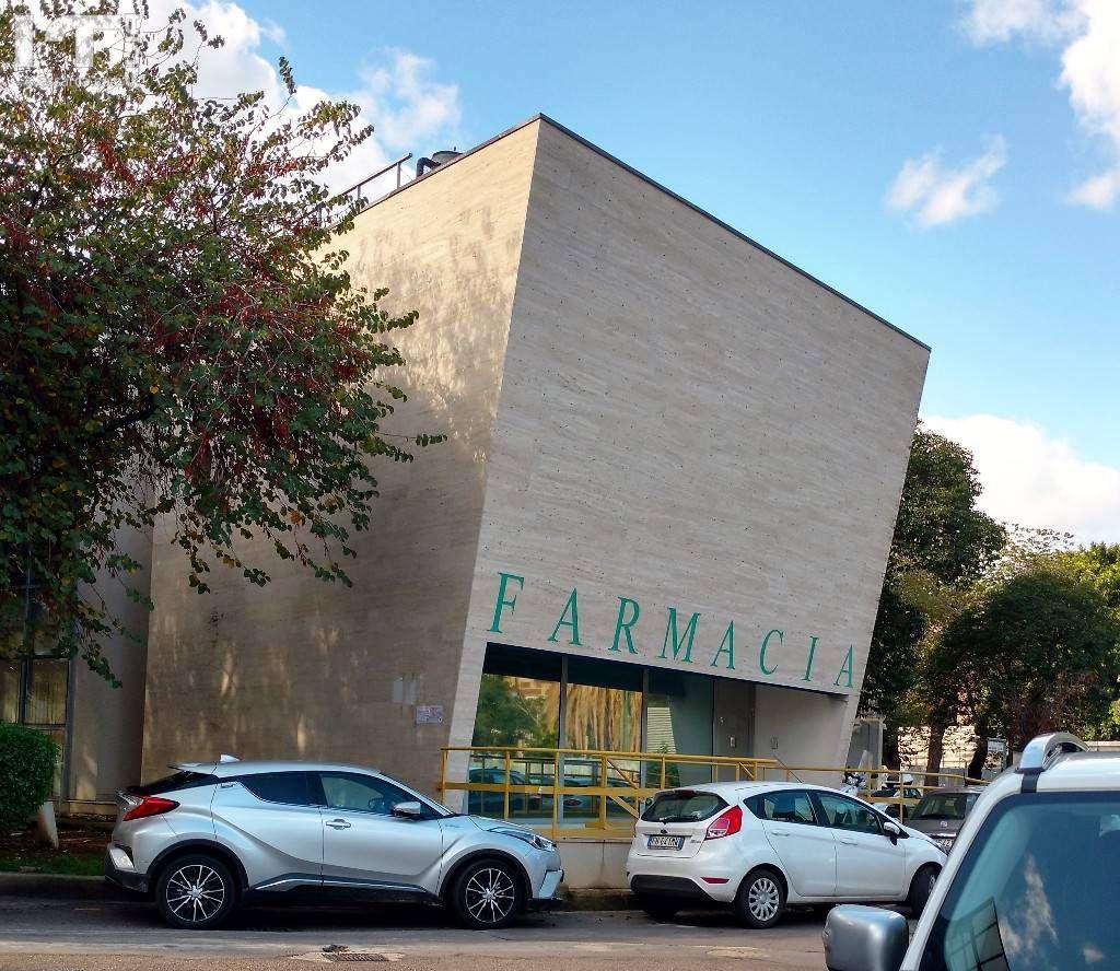 Particolare la  Farmacia del Policlinico di Palermo