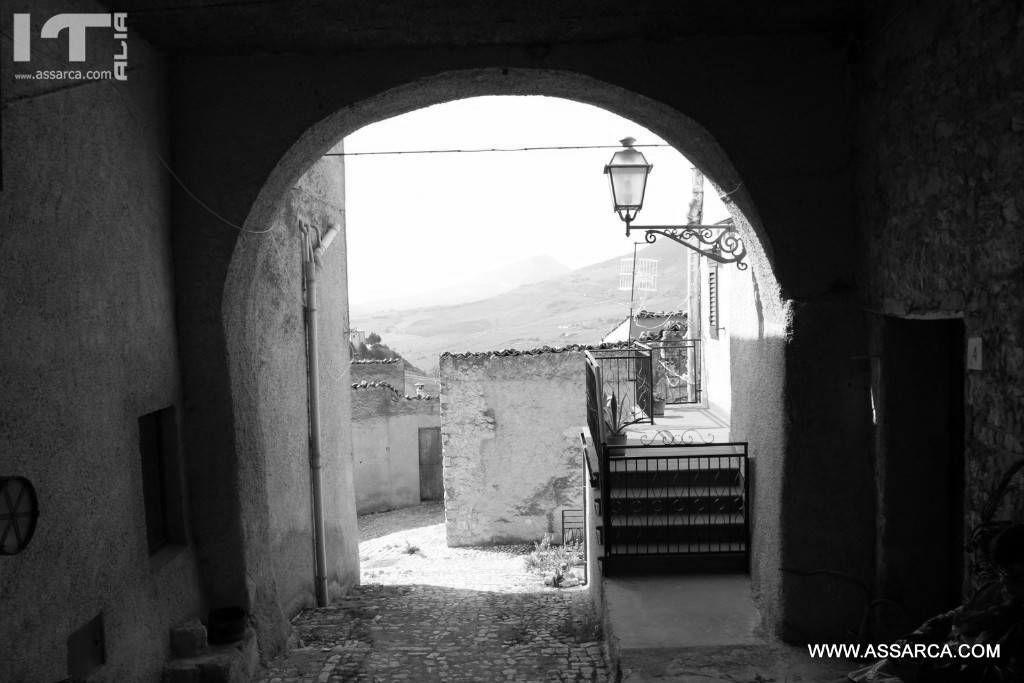 Vicoli di Palazzo Adriano .