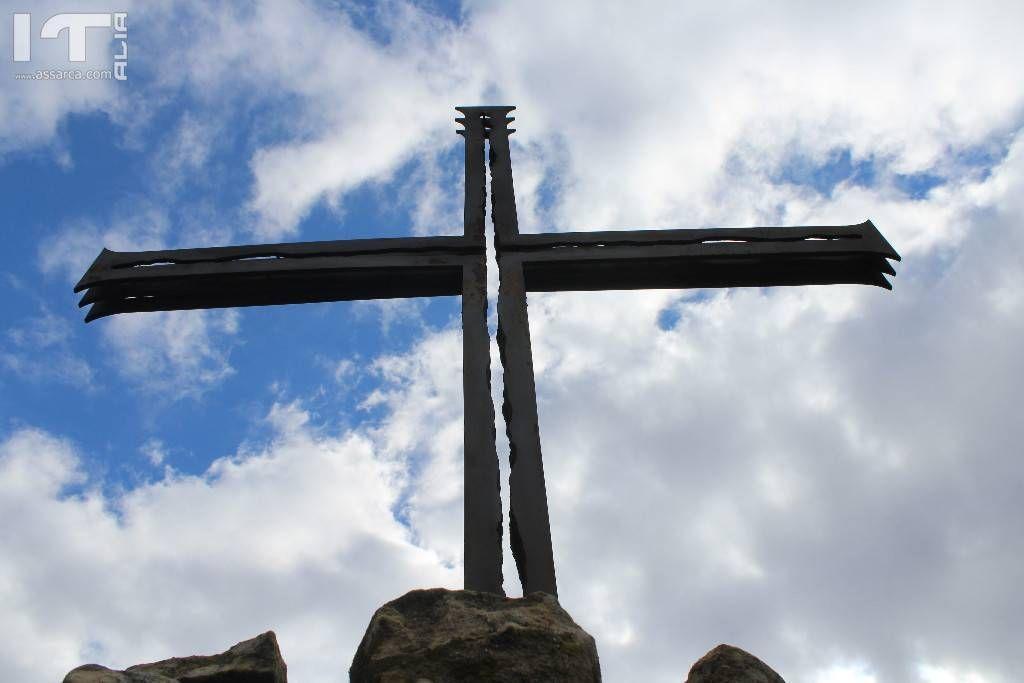 la croce posta sul monte Roxiura