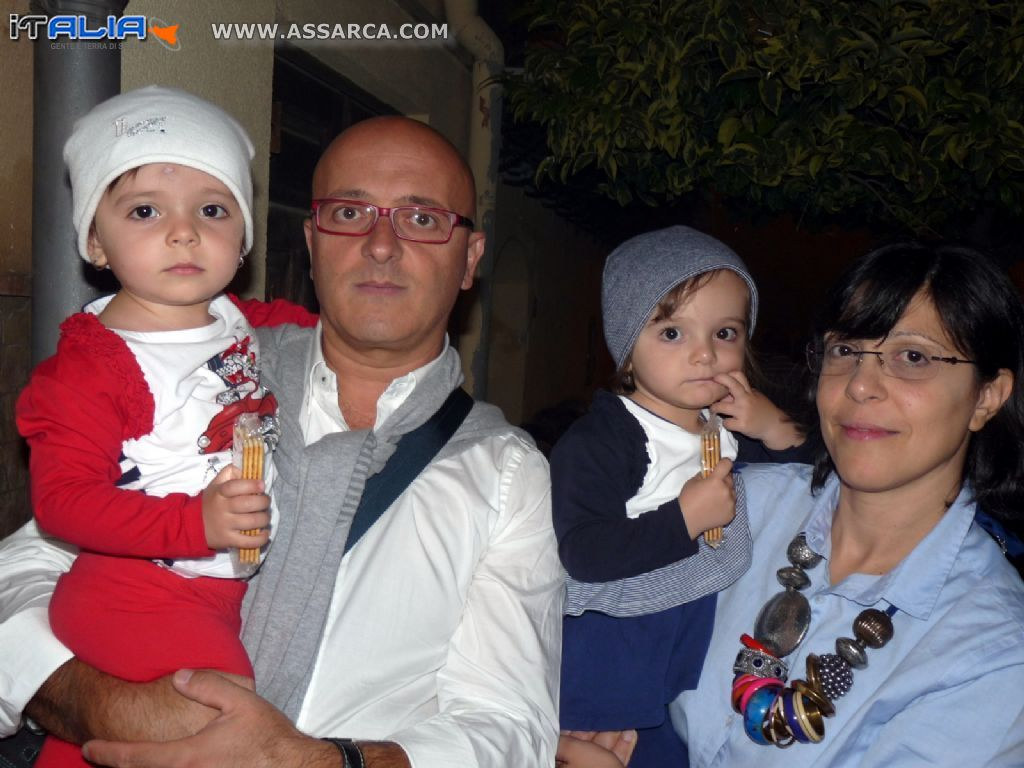 I coniugi Ortolano con le gemelline Clelia & Adriana