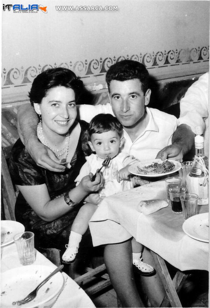 Gli zii Dora  e  Santino con il piccolo Salvatore