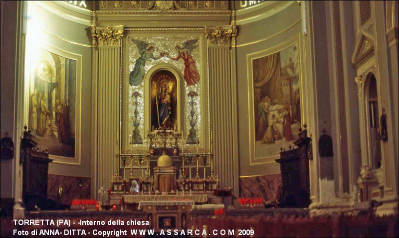 interno della chiesa monumenti statue ed effigi del