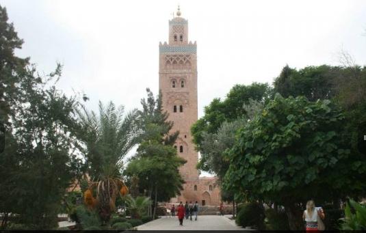 </b>Marocco: viaggio attraverso i colori e i sapori di Marrakesc, terrazza dell'Atlante</b>