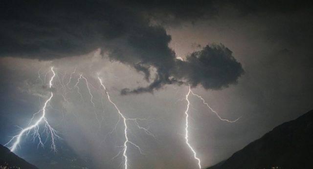 Maltempo, nuova allerta arancione in Sicilia: domani previsti temporali e forte vento