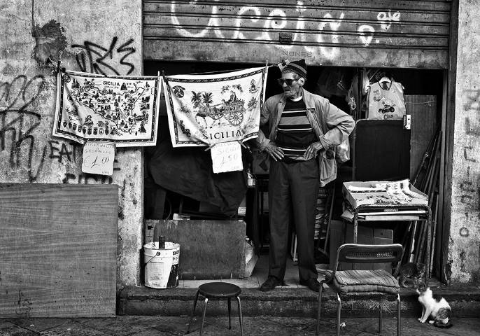 """AL CONVENTO DEL CARMELO MAGGIORE È ANCORA """"BALLARANDO"""", COLLETTIVA FOTOGRAFICA CHE, ATTRAVERSO L'OBIETTIVO DI DIECI FOTOGRAFI, RACCONTA BALLARÒ E IL SUO MERCATO"""