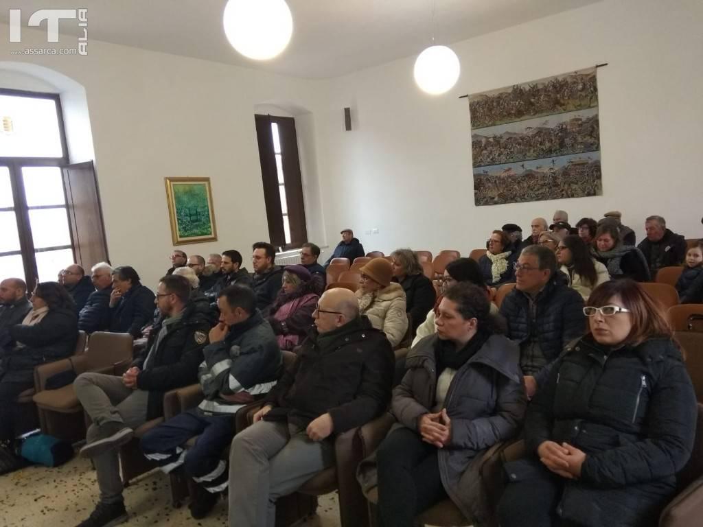 `Assemblea tra amministrazione, centro servizi cesvop, associazioni e cittadini per parlare dei patti di collaborazione.