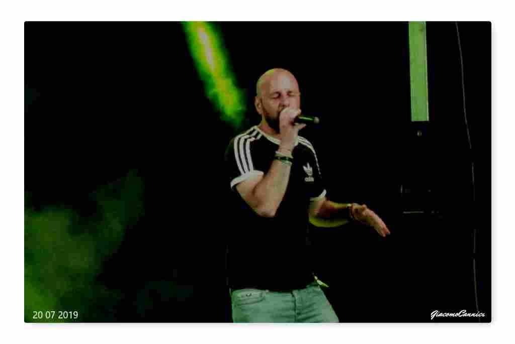 Dario canta �Dalla�