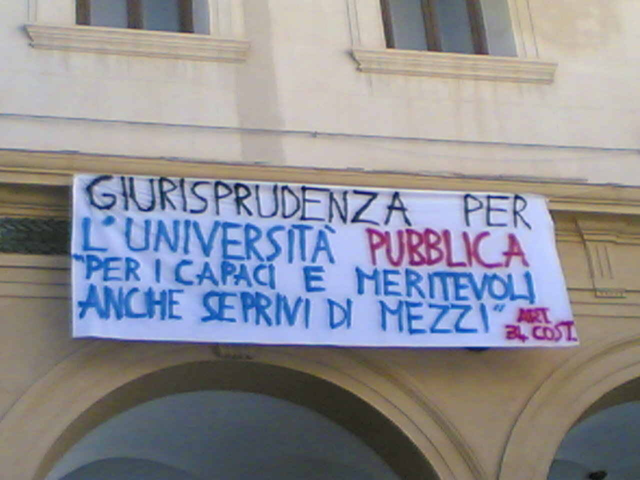 GLI STUDENTI VANNO AVANTI CON LE PROTESTE, RIMANE CALDA LA PIAZZA PALERMITANA