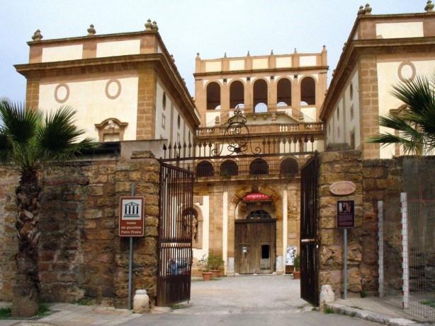 Bagheria. Visita guidata a Villa Cut�, il Museo Civico della Storia della citt�.