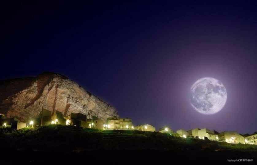 Alla scoperta di Caltavuturo: passeggiata notturna tra le antiche case.