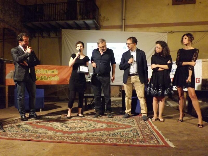 """Alia (PA) - """"Il negativo dell`amore"""", di Maria Paola Colombo, vince la seconda edizione del Premio letterario Grotte della Gurfa"""