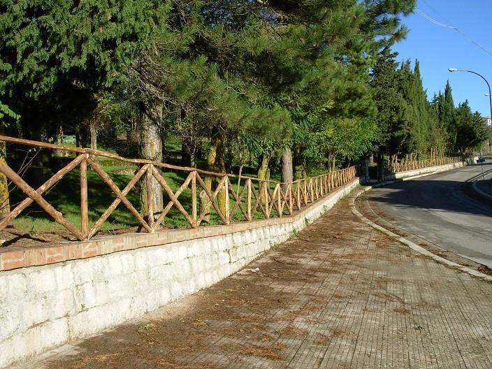 Petralia Soprana. Gli operai forestali rendono più decorose alcune aree comunali.