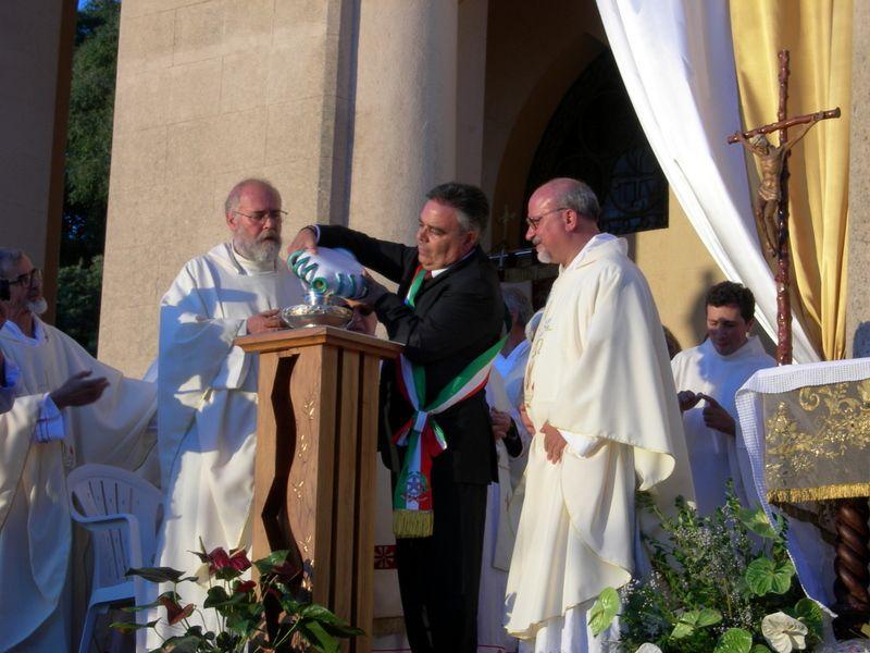 Sclafani Bagni:La comunità offre l`olio per la lampada posta ai piedi della Madonna di Gibilmanna