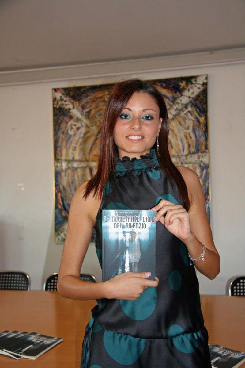 Francesca Napoli presenta l`inquietante urlo del silenzio
