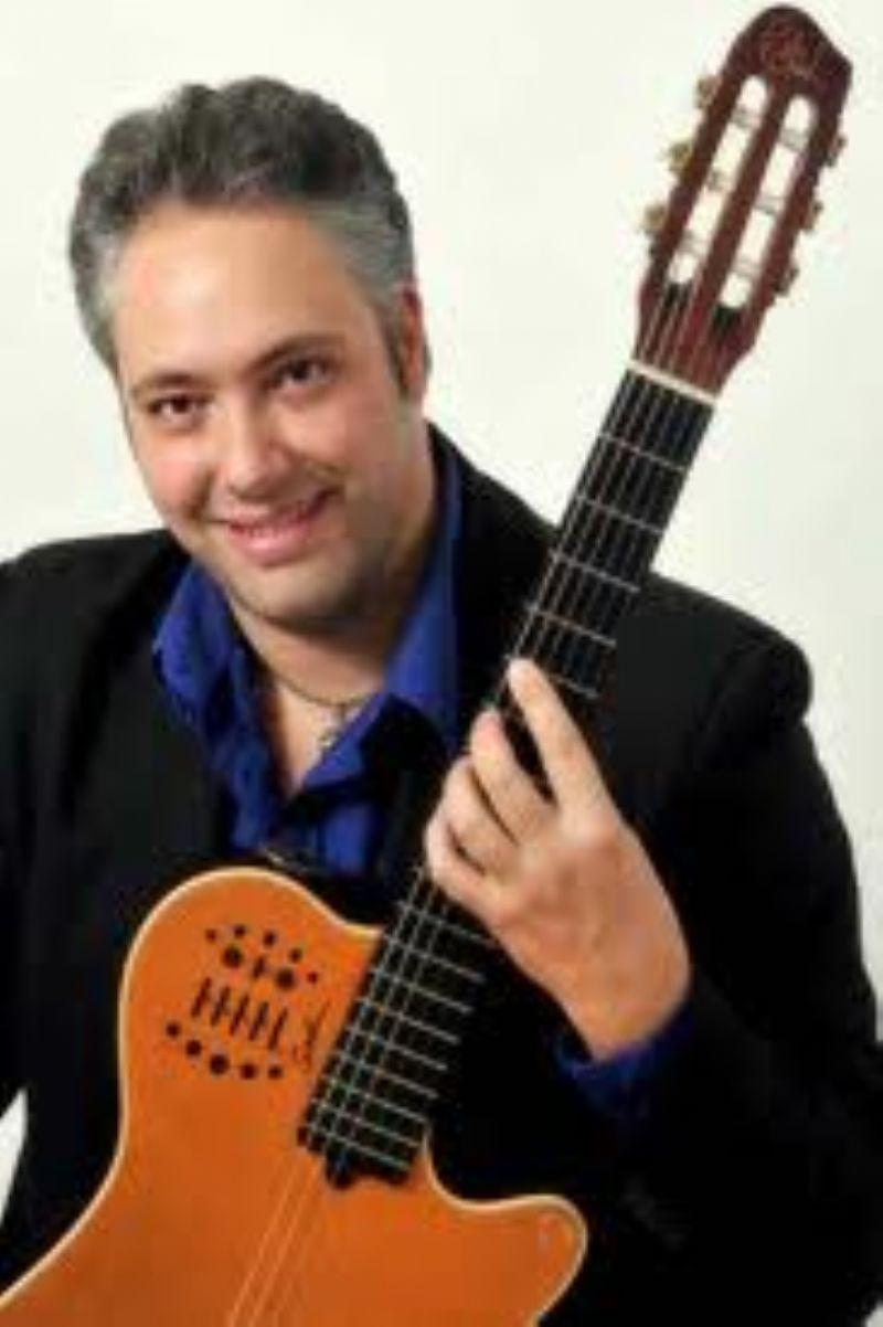 GANGI (PA) - Il chitarrista Francesco Buzzurro prende casa e lancia il festival internazionale della chitarra