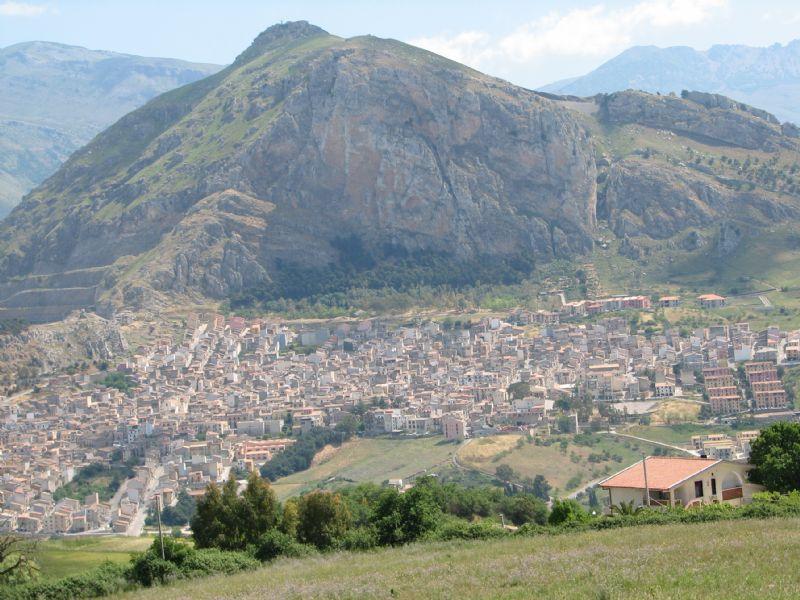 Caltavuturo:Valorizzare la Rocca di Sciara