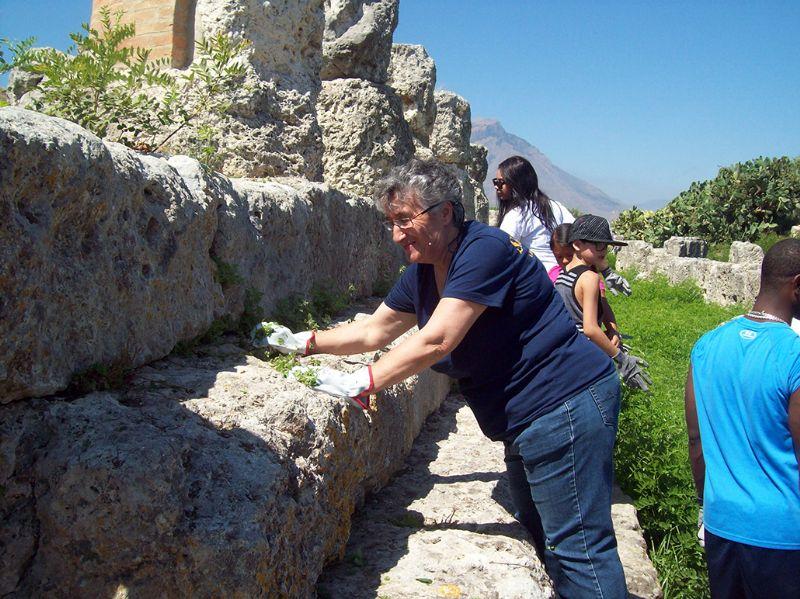 SiciliAntica Campofelice partecipa alla pulizia straordinaria dell`area archeologica d`Himera