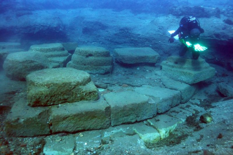 Saranno realizzati dei tunnel trasparenti per la visita in asciutto delle antiche strutture sommerse
