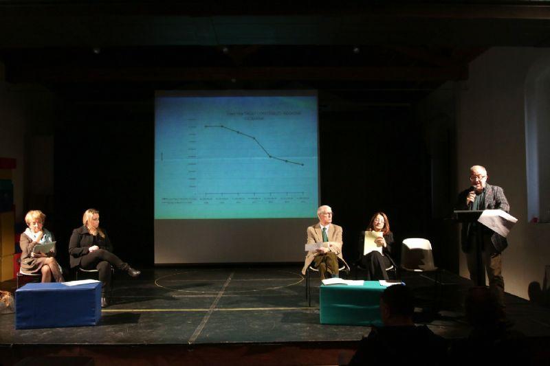 Aperto confronto nella conferenza stampa svoltasi oggi nei locali della Scuola d�Arte drammatica �Umberto Spadaro�