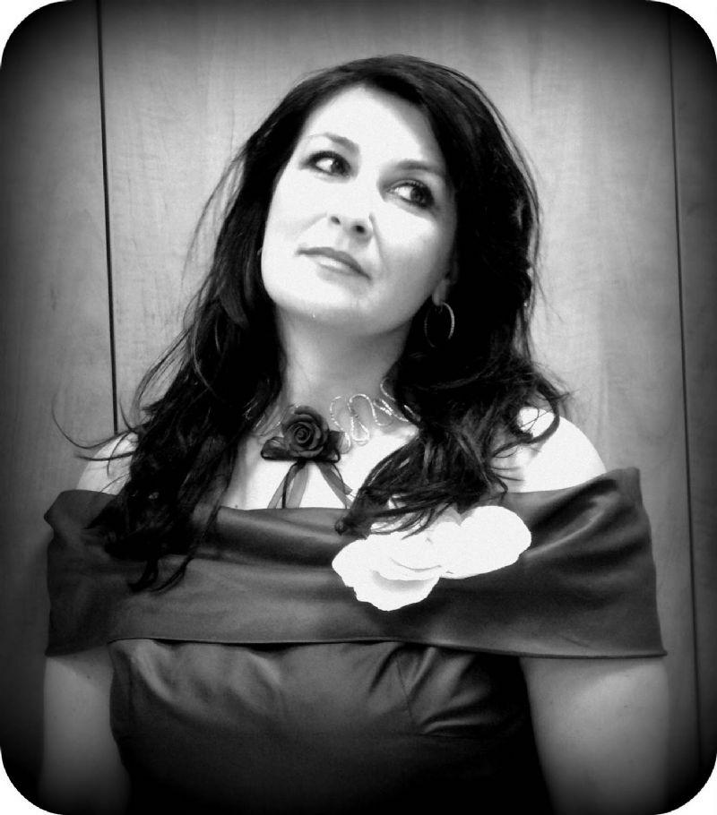 Intervista al soprano Silvana Froli: �La nostra è una crisi di valori, occorre tornare alle emozioni come linguaggio delle cose piccole, umili e silenziose�