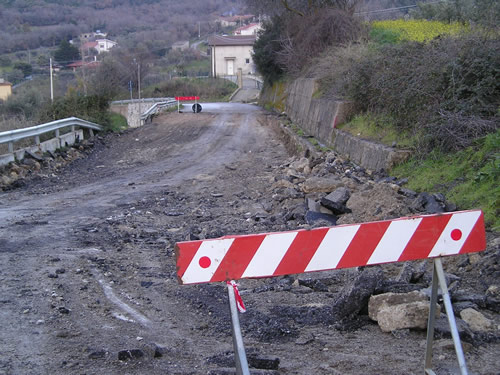 SP7. Frana pregiudica il collegamento stradale con Montemaggiore Belsito