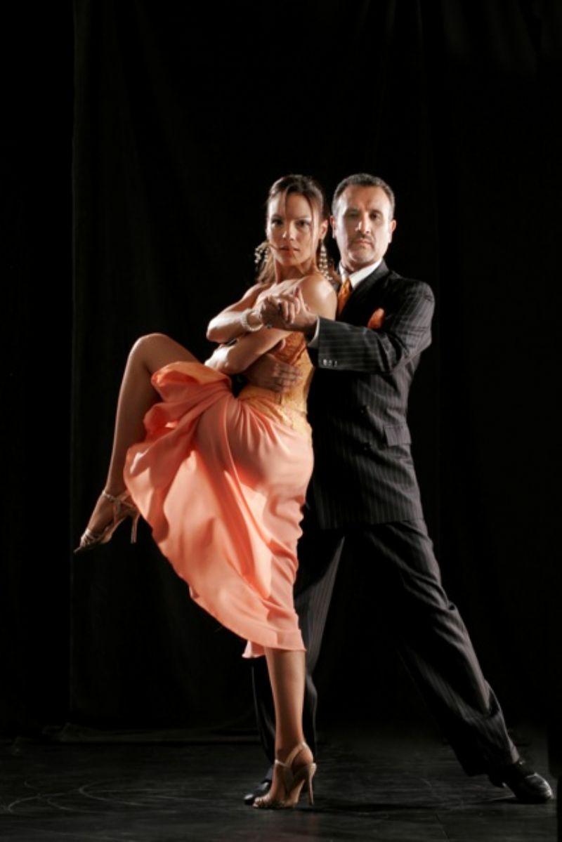 CATANIA : LUXURY TANGO SHOW Da oggi fino a domenica 25 maggio, importante stage magistrale organizzato da Caminito Tango