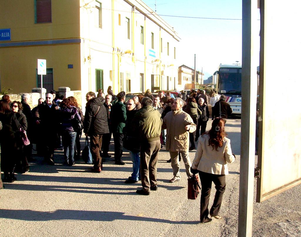 """Solo  """"CAOS"""" alla stazione di  Roccapalumba-Alia"""