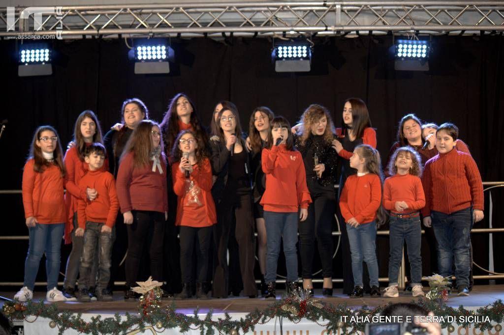 Foto di gruppo della belissima serata organizzata da Musica e  Dintorni School. Alia 2 gennaio 2019