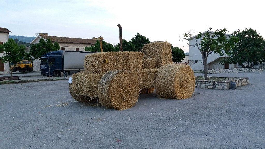 trattore di paglia