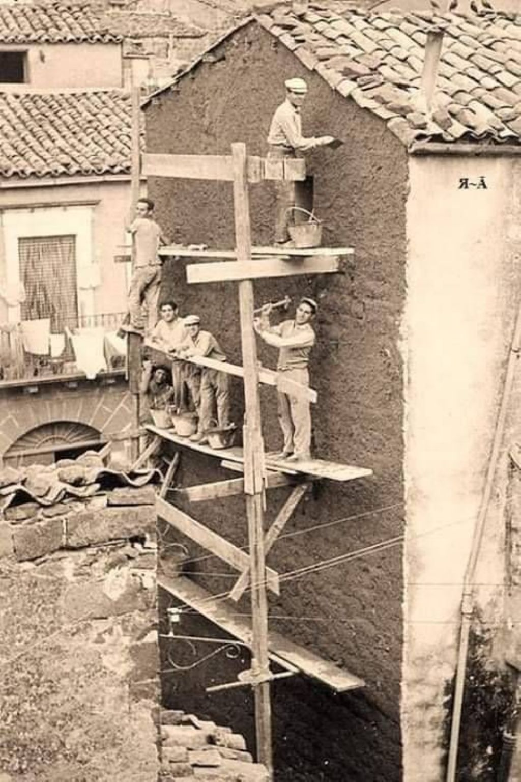 Cantiere edile ( in sicurezza, foto dal web)