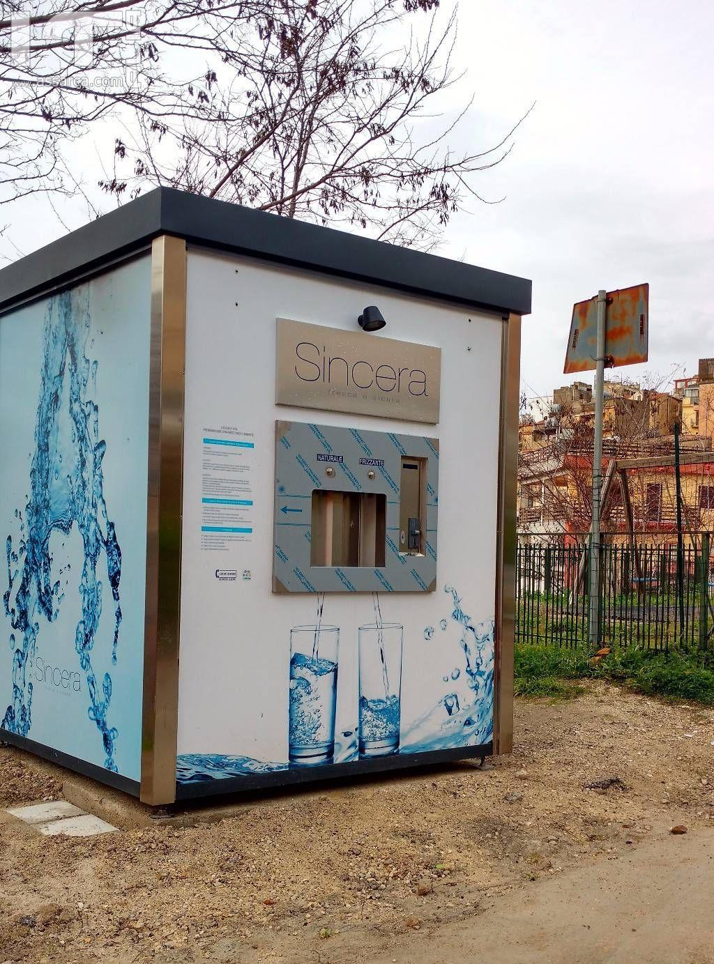 Distributore di acqua naturale e frizzante in via T.P. Miceli