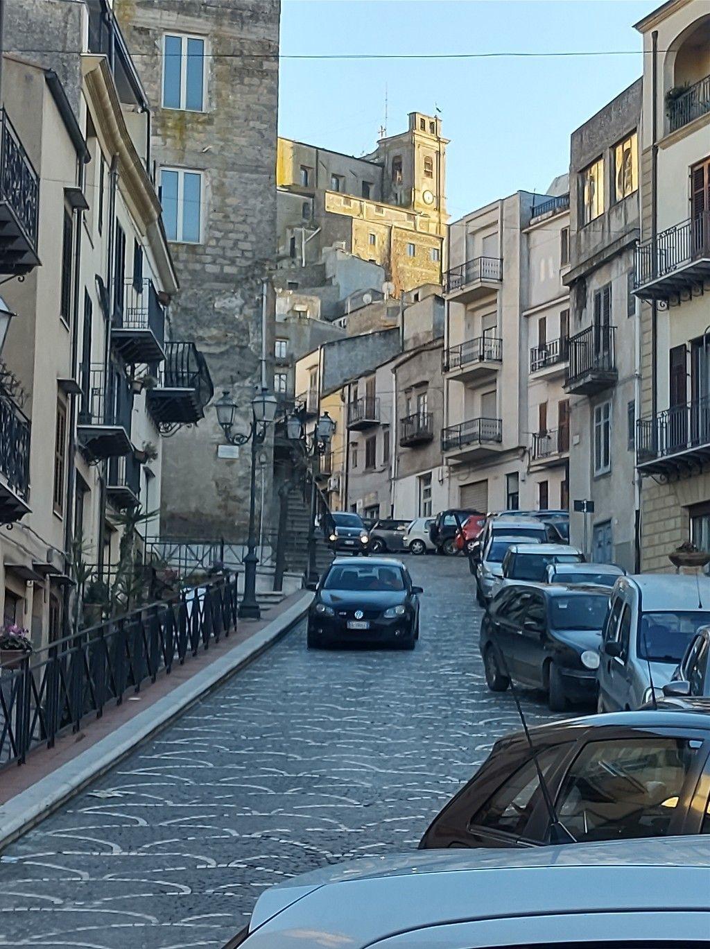 Via Garibaldi nel pomeriggio.