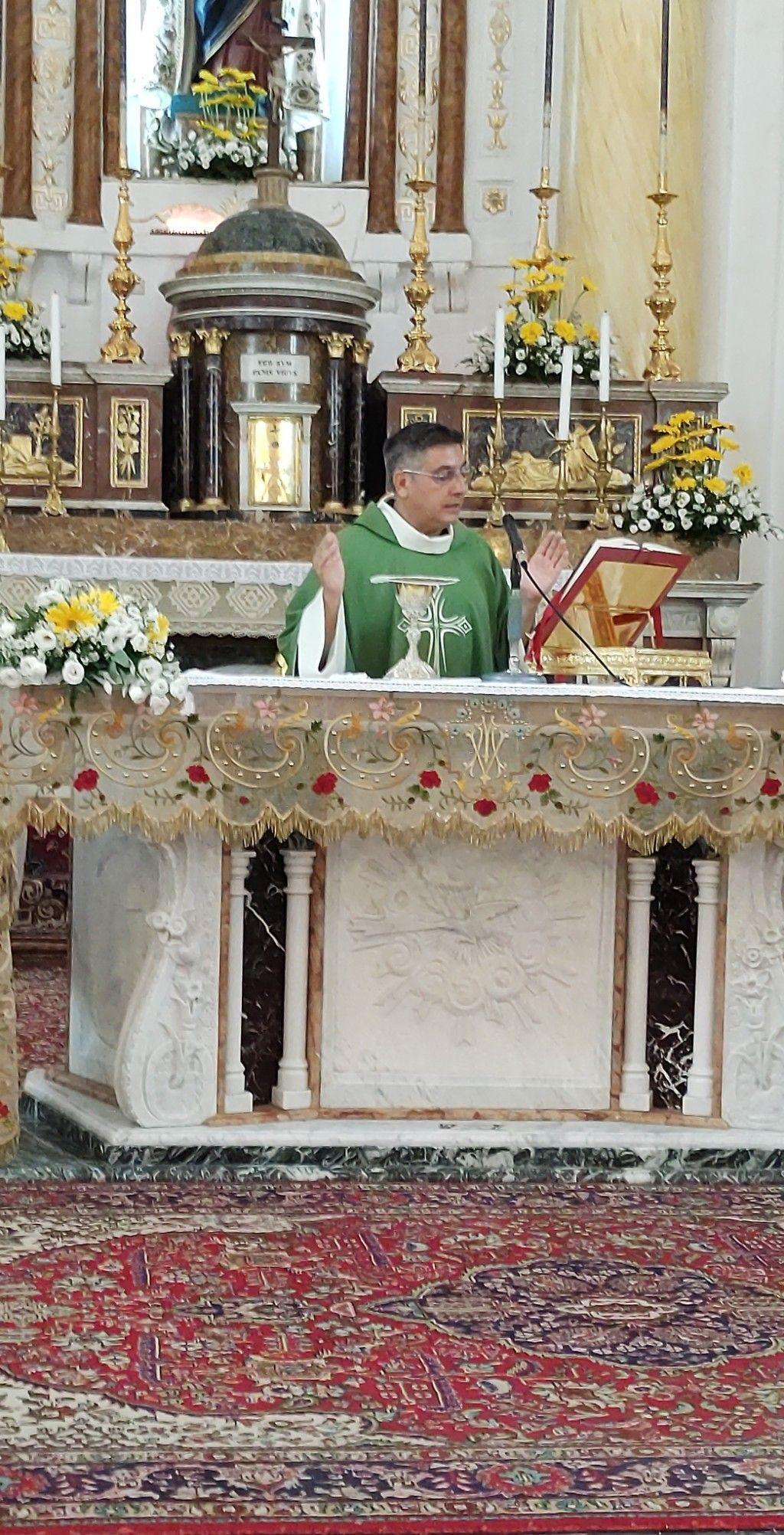 Il nuovo Parroco Padre Antonino Vicari.
